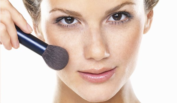 Drapierende Makeup-Technik - Sculpting Ihr Gesicht mit Blush